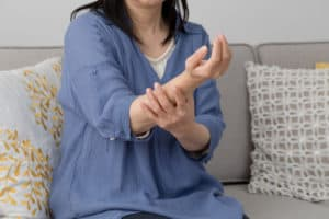 woman is having problem in their hand